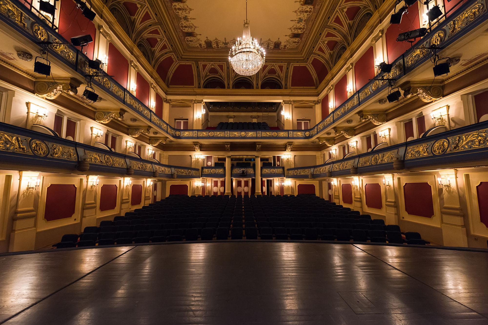 Teatros y auditorios